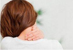 симптомы грыжи в шее