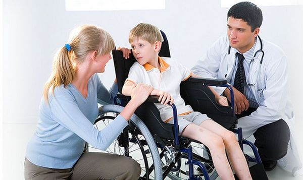 ребенок с атрофией на приеме у врача