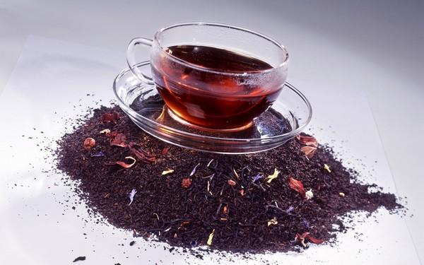 чай каркаде в кружке