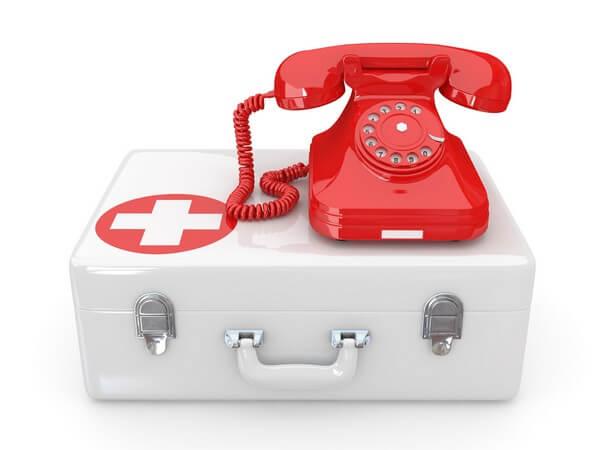 чемодан скорой помощи и телефон