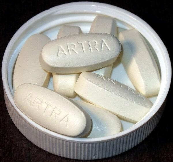 овальные таблетки белого цвета