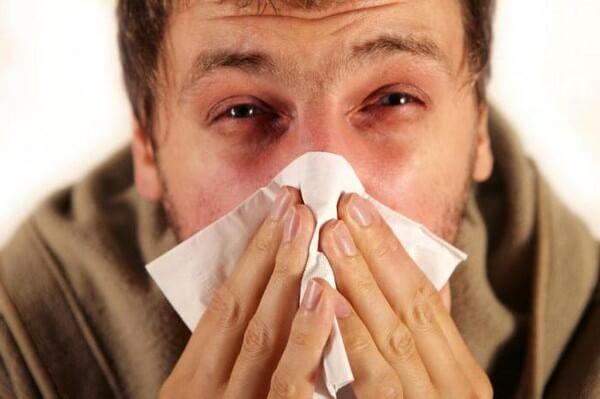 мужчина с аллергией