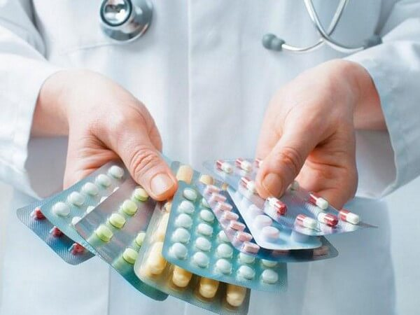 доктор с лекарствами